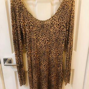 Off the shoulder leopard bodycon dress
